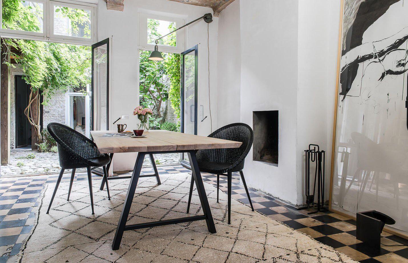 Albert-dining-table-black-LS02