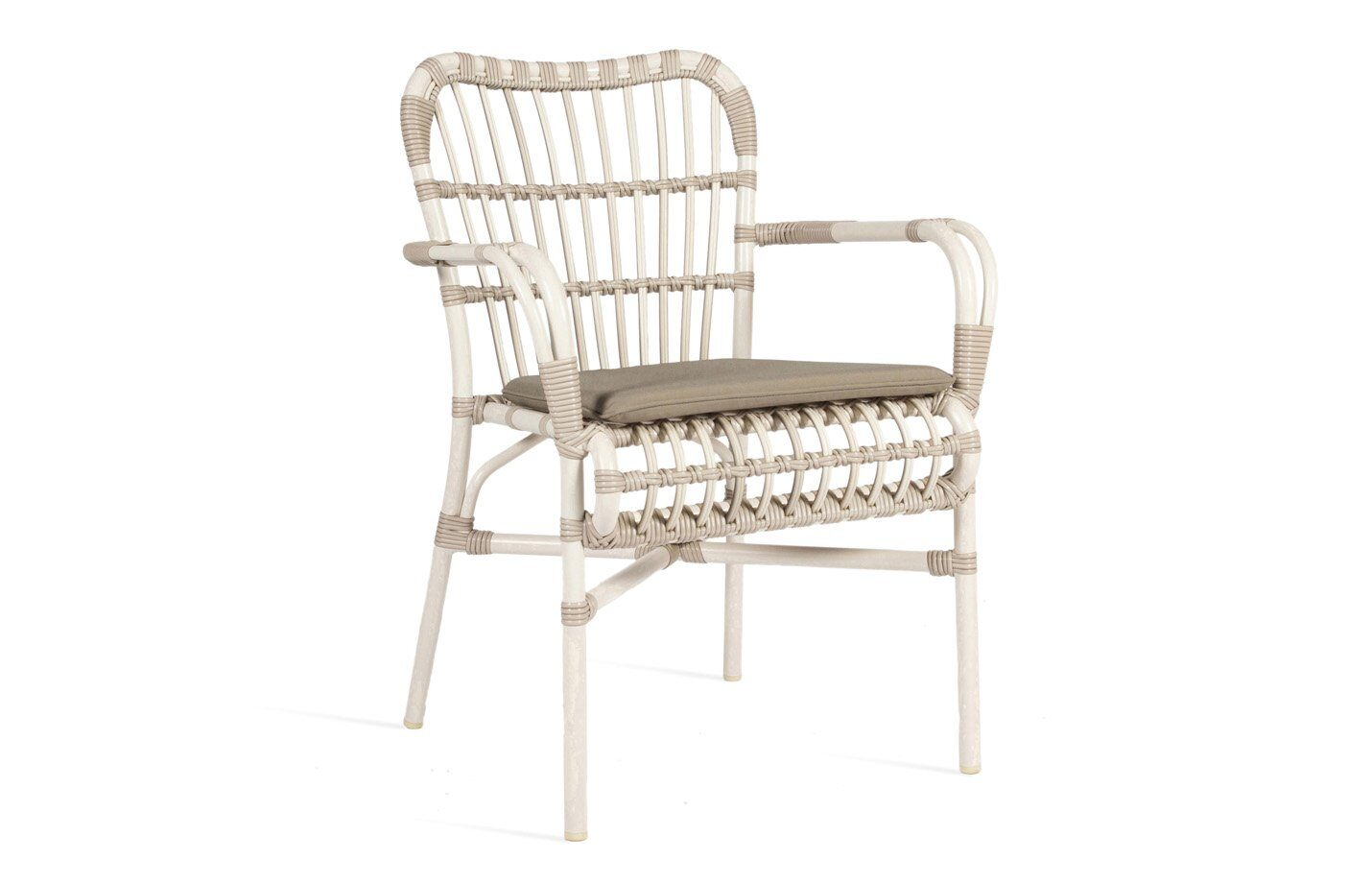 Lucy-dining-armchair-outdoor-01