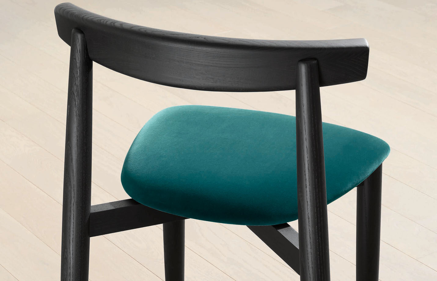 Claretta-bold-dining-side-chair-LS04