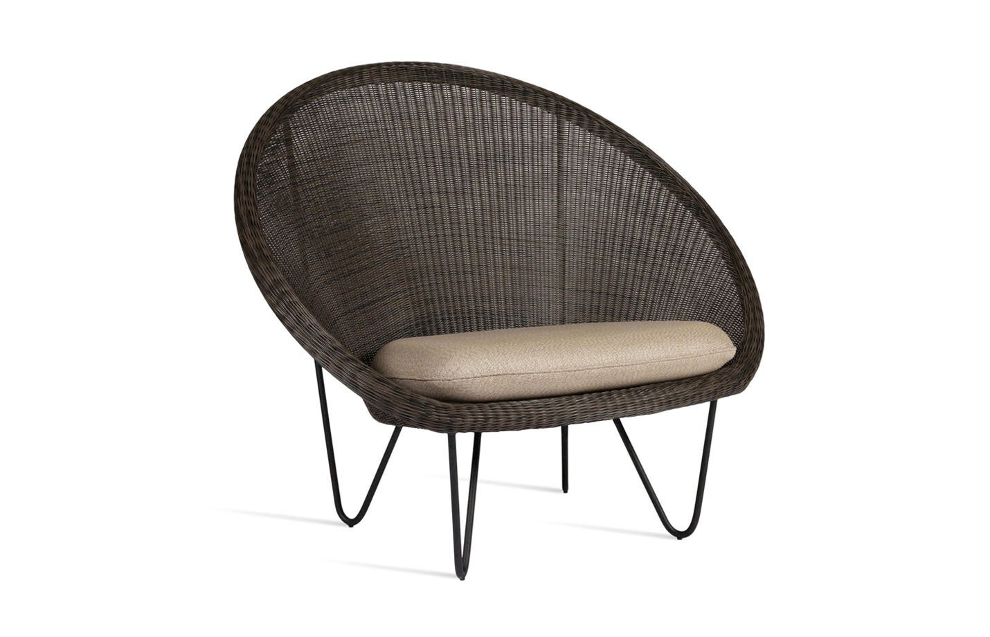 Gipsy-cocoon-Lounge-chair-black-base-01