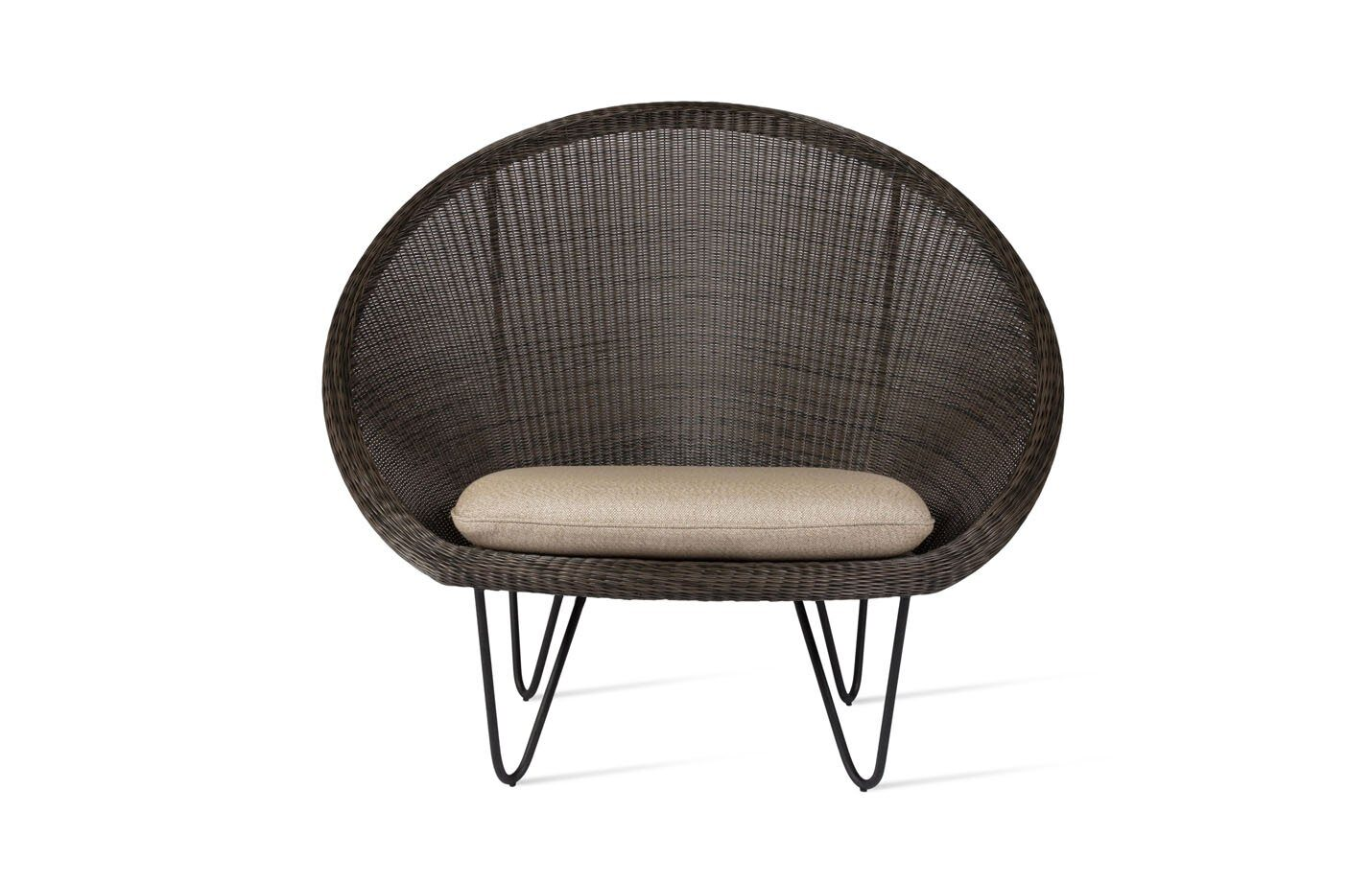 Gipsy-cocoon-Lounge-chair-black-base-02